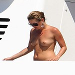 Kate Moss e Sienna Miller in topless estate 2008. Foto