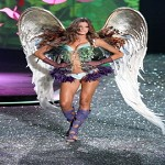Video sfilata Victoria's Secret a New York. Le bellissime in passerella