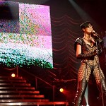 Rihanna: concerto interrotto in Texas per incendio. Video
